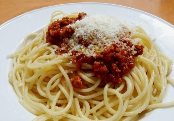 طريقة تحضير سباغيتي بالطماطم والجبن