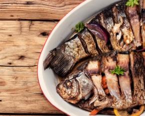 سمك مشوي بالأعشاب للرجيم