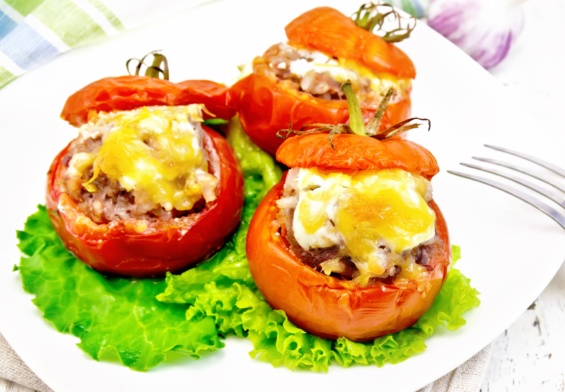 طريقة تحضير الطماطم المحشية بالجبن والريحان للرجيم