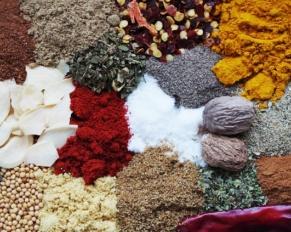 8 طرق لتجنب روائح الطبخ و دموع تقشير البصل