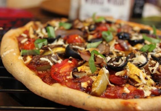 طريقة تحضير بيتزا بالخضار المشوية للرجيم