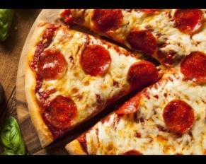 طريقة تحضير بيتزا الببروني