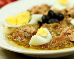 السلطة المشوية التونسية كيفية تخزينها مع المحافظة على طعمها الطازج