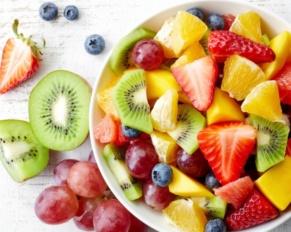 طريقة تحضير سلطة الفواكه بالعصير الطازج